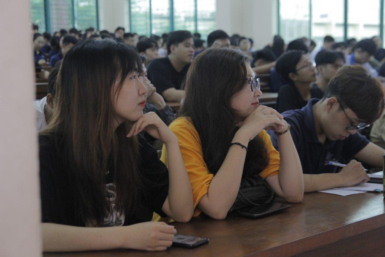 Nữ nên học nghề gì lương CAO, thu nhập KHỦNG?
